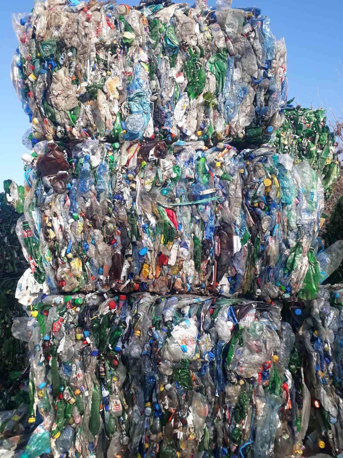ЕС забранява износа на пластмасови отпадъци към развиващи се страни.